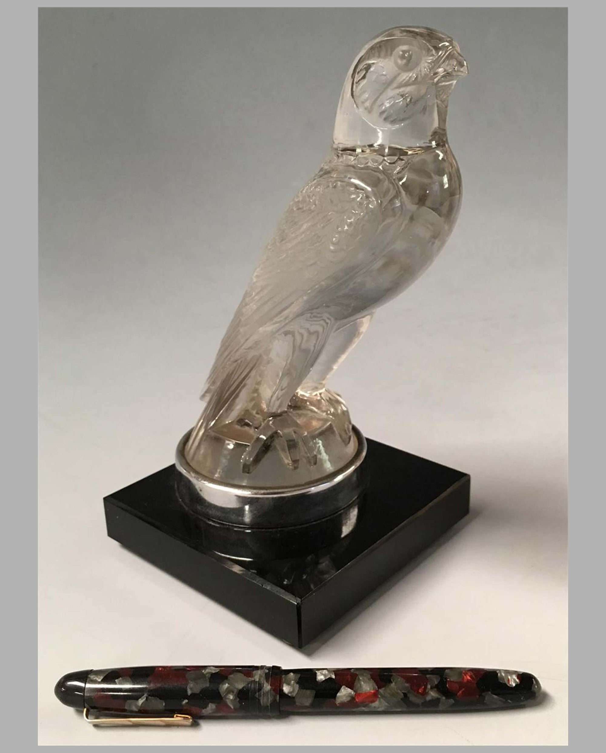Le Faucon – Falcon mascot by René Lalique
