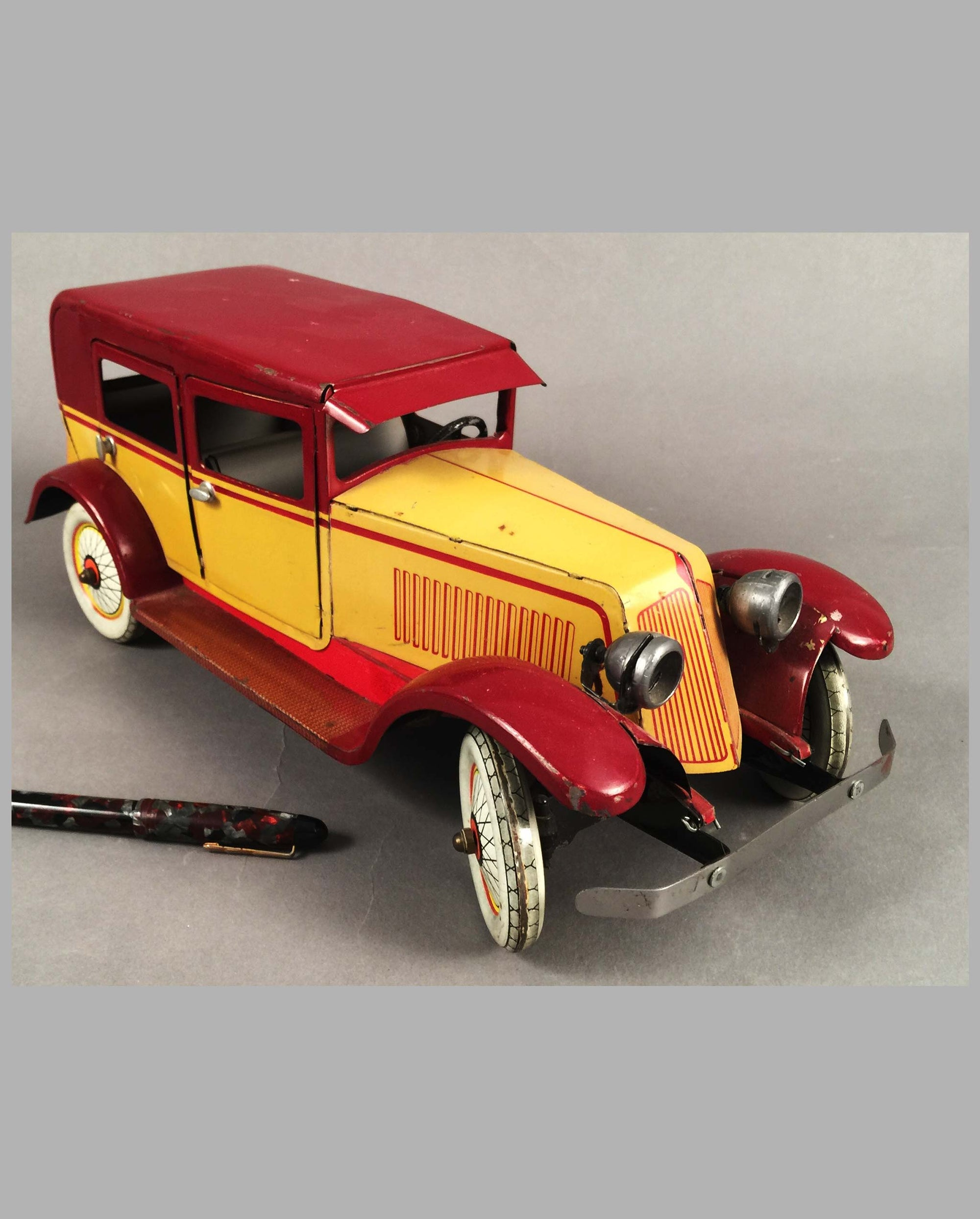 Renault Limousine tin toy by J.E.P. France