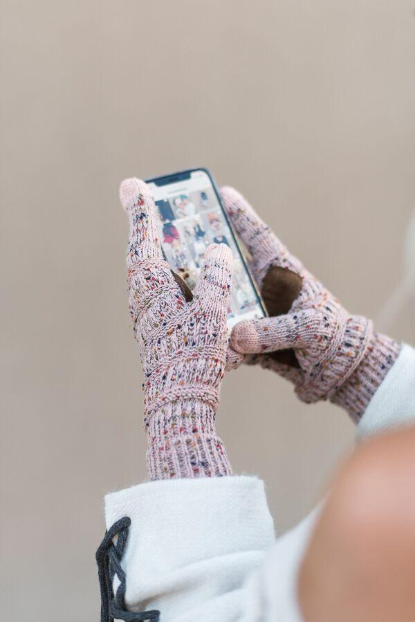 Knitted Texting Gloves- Confetti Pink