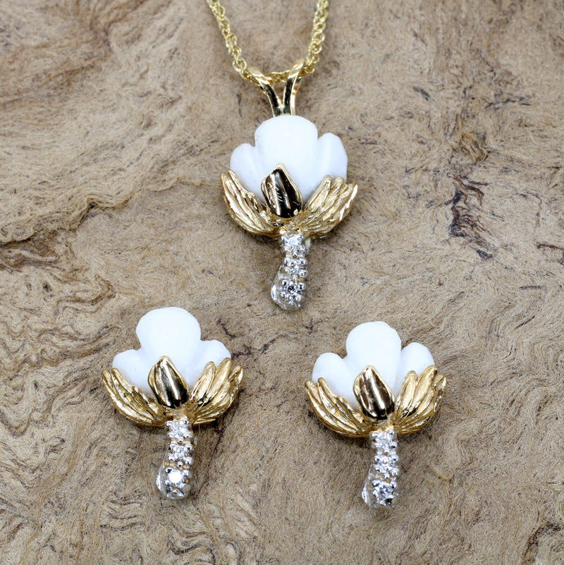 Set of Cotton Boll Necklace And Stud Earrings with Diamonds in Yellow Gold