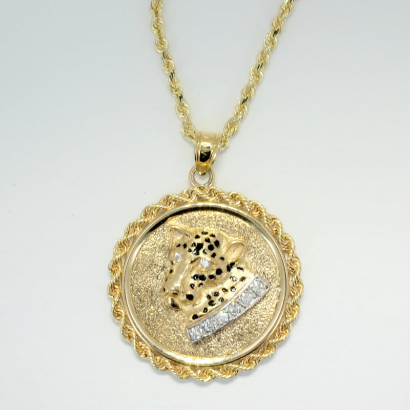 14kt Solid Gold Leopard Head in a rope bezel with a diamond collar