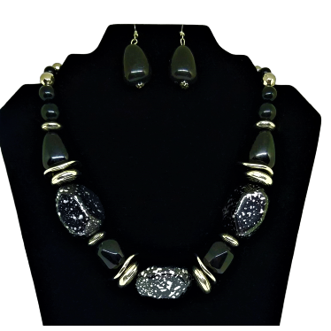 MARBLEIZED SILVER ACCENTED CHUNKY NECKLACE W/MATCHING EARRINGS