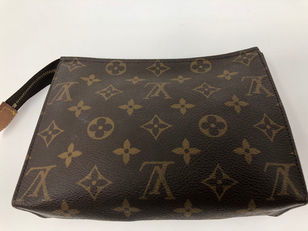 LOUIS VUITTON MONOGRAM TOILETRY 19