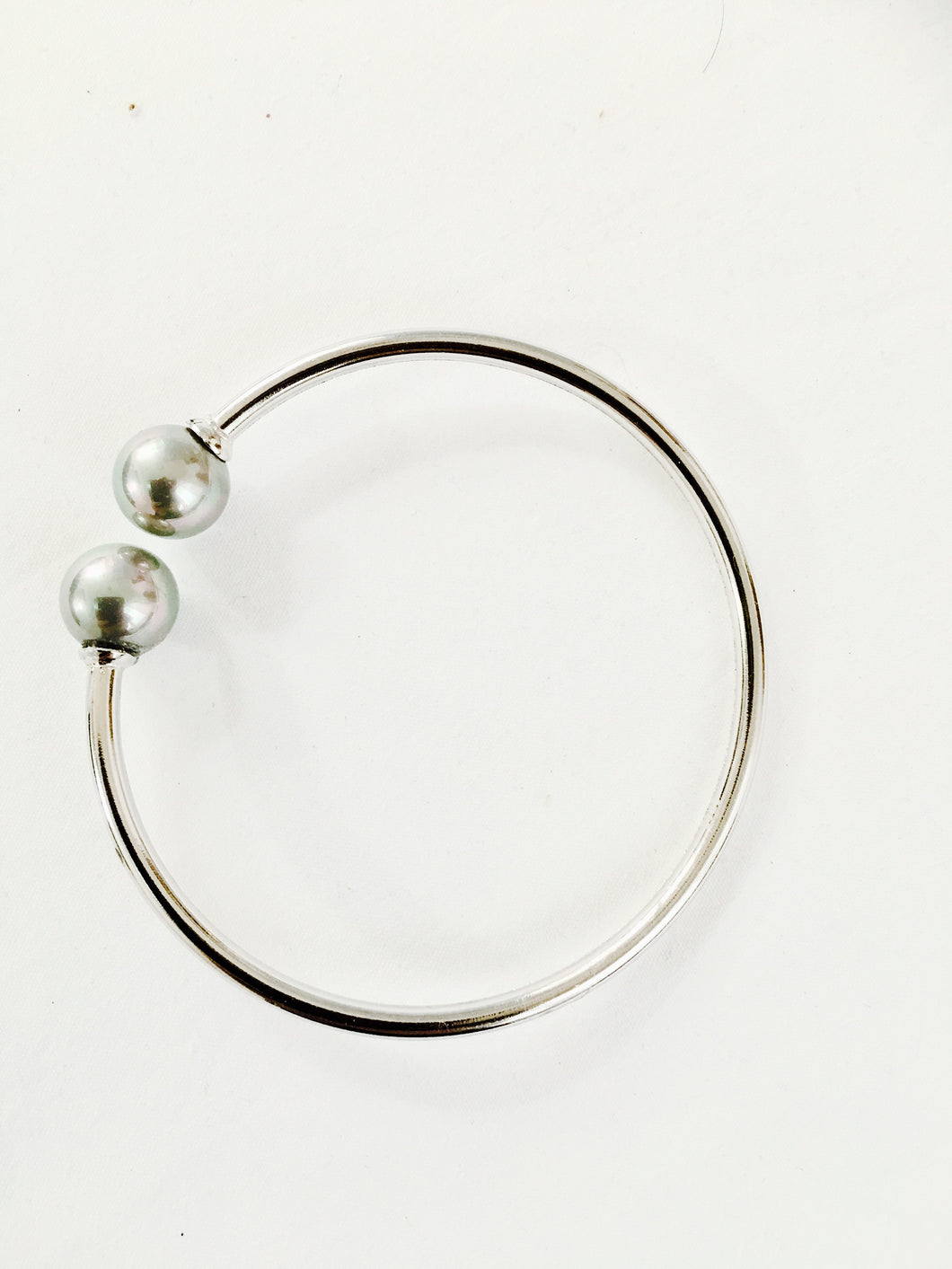 Sterling silver with shell pearl bangle