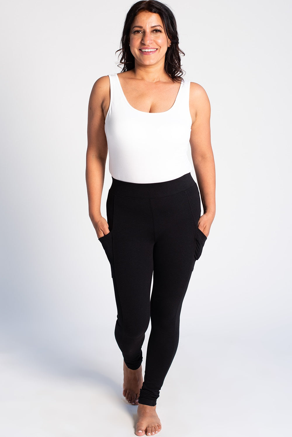 Leggings with pockets? Yes, please! Smooth, sleek and with the perfect stretch, the Viva Pocket Legging will give you the confidence you never knew you had. Fabrication: French Terry - 95% Viscose from Bamboo 5% Spandex Terrera Colour Black $65.00