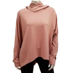 The Kelly Hoodie Throw has a drapey hood with loose dolman sleeves and relaxed fit. Make this piece your new favorite throw for any season! (One Size)  Proudly Made In Canada  Fabrication: 66% Bamboo, 28% Cotton, 6% Spandex   GILMOUR  Rouge Pink $115.00