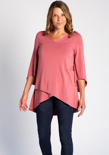 The Kinsley Tunic is a beautiful A-line tunic with a cross-over front that fits and flatters the body.  Kinsley features a V-neckline, airy bracelet-length sleeves for movement and cross-over hem. Easily complete your outfit with a pair of leggings. Fabrication: 95% Viscose from Bamboo 5% Spandex TERRERA colour Rose $85.00