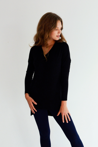 The Alva Tunic has a V-neck and pleat detail, the Alva V-Neck Tunic is perfect to throw on for any occasion. Its high-low hem and side slit will frame your figure nicely and compliment any bottom you pair it with. Fabrication: 95% viscose from bamboo, 5% spandex LNBF Colour Black $69.99