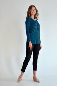 The Alva Tunic has a V-neck and pleat detail, the Alva V-Neck Tunic is perfect to throw on for any occasion. Its high-low hem and side slit will frame your figure nicely and compliment any bottom you pair it with. Colour Emerald Fabrication: 95% viscose from bamboo, 5% spandex LNBF $69.99