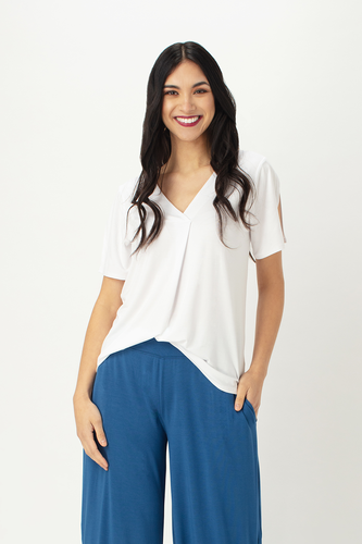 The Ivy Cross Blouse is both dressy and casual, pair it with  capri pants or a cute skirt.  The Cross V neckline, elegant split sleeve and rounded hemline adds a touch of class. Fabrication: 95% Viscose from Bamboo 5% Spandex LNBF Colour White