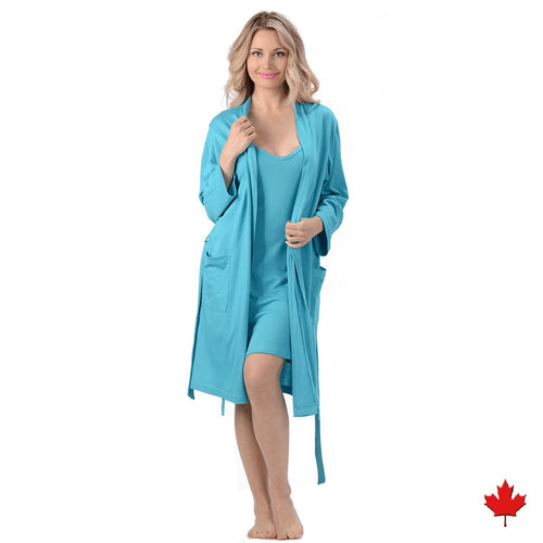 The Noreen Bath Robe Soft, breathable, moisture wicking absorbent and antibacterial. Great to pair with an Emily Nightgown, it has an inside tie, belt loops with tie on the outside and patch pockets. Proudly Made in Canada Fabrication: 70% Rayon from Bamboo 30% Organic Cotton Jersey ECO-ESSENTIALS Colour Turquoise $80.00