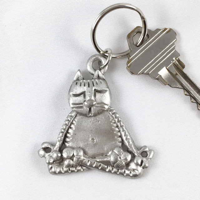 LK24 - Meditating Cat Keychain