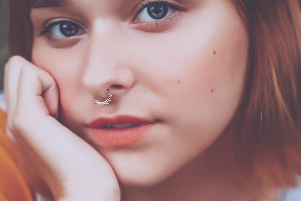 Model with septum piercing