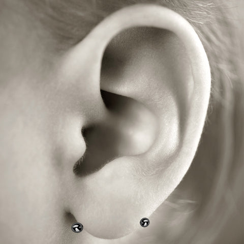 Transverse-lobe ear piercing