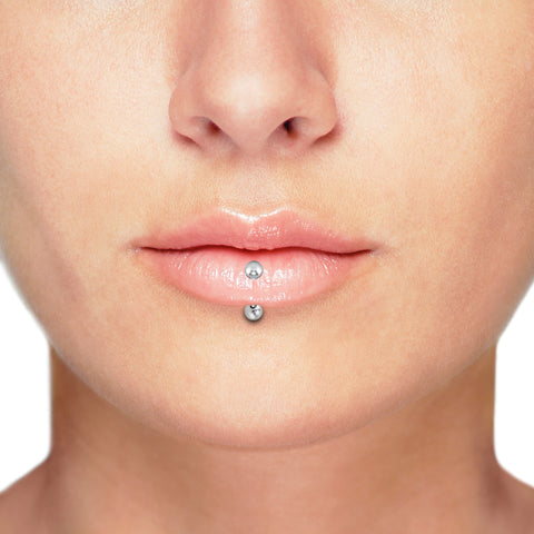 Vertical labret lip piercing