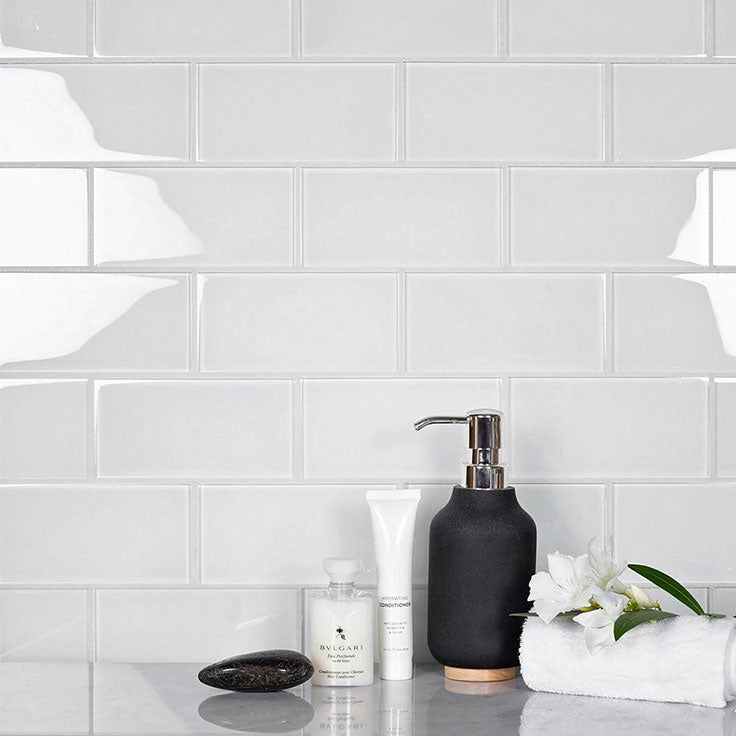 Sometimes simple is better, like this Glacier Pure White Glass Subway Tile backsplash! With its simple appearance, this glass tile backsplash serves as the perfect backdrop for other colorful accents and decor throughout the kitchen or bath.