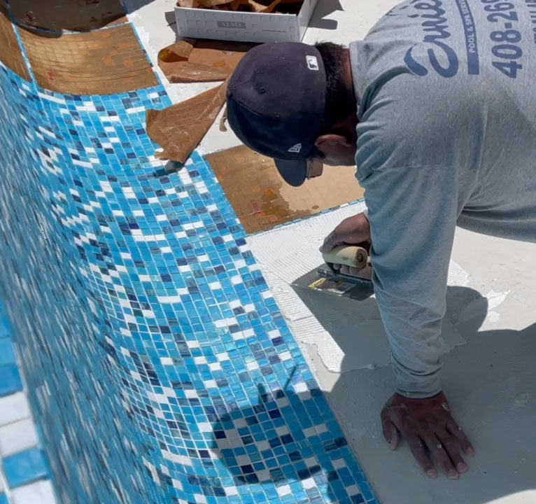 How to Spread Thinset before Installing Glass Mosaic Tiles