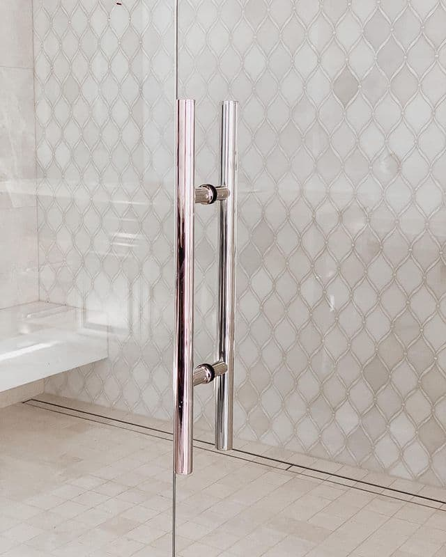 White and Glass Shower Enclosure with Arabesque Tiles in Marble and Mother of Pearl Inlay