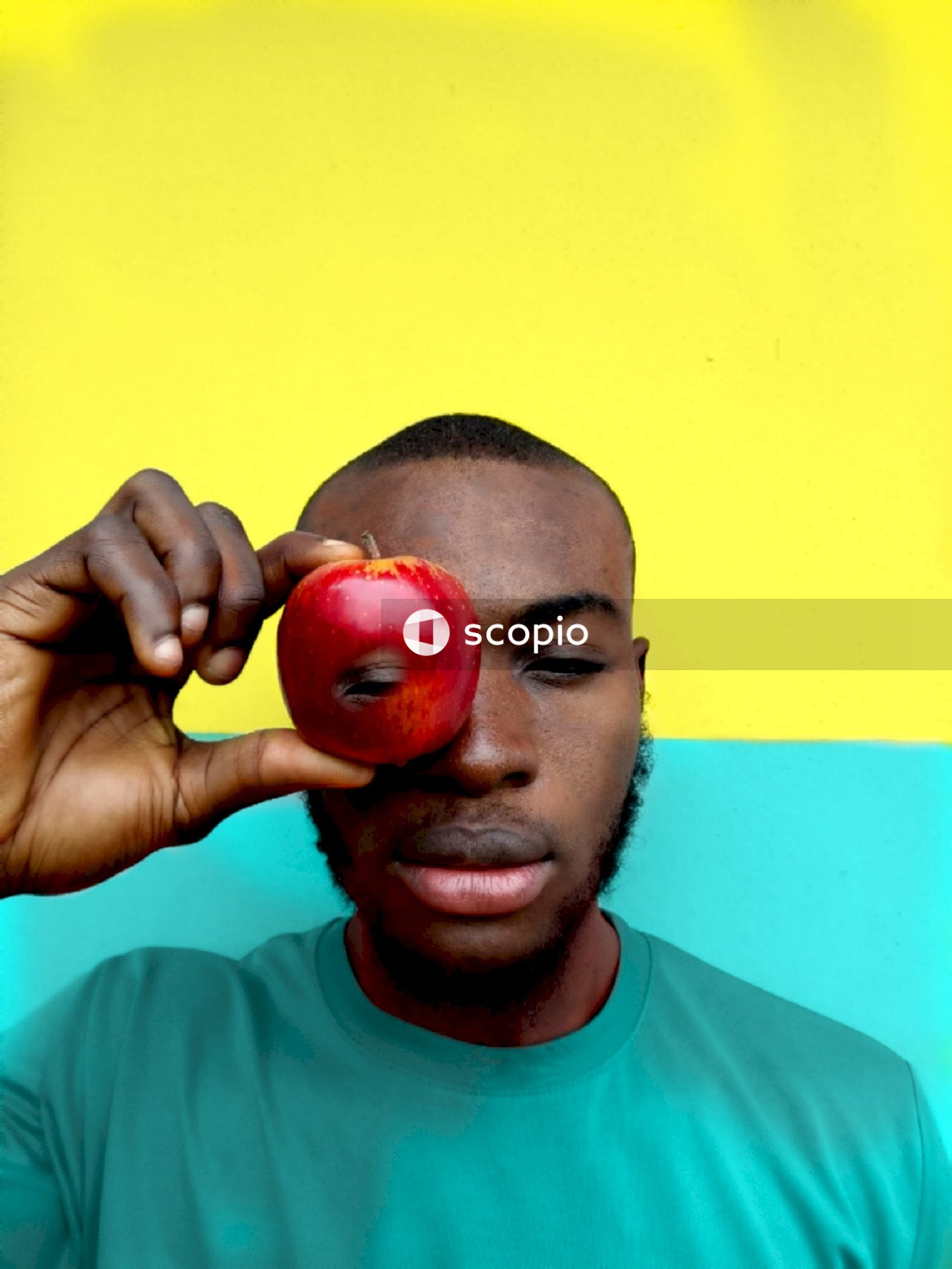 Man holding red apple fruit