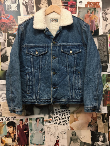 Vintage 1990s Designer Roger David Mens Blue Acid Wash Denim Sherpa Trucker Jacket
