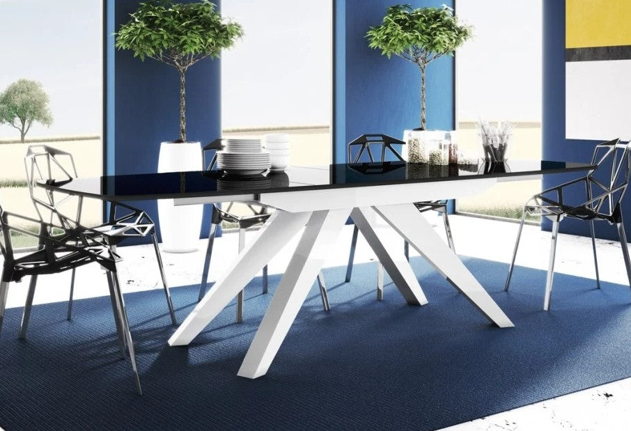 MAKANI Dining Table