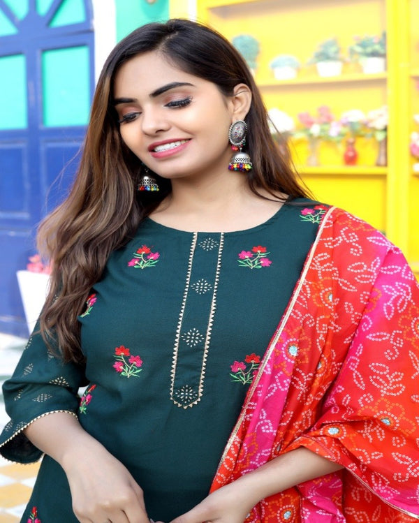 Green Embroidered Suitset Bandhej Stall