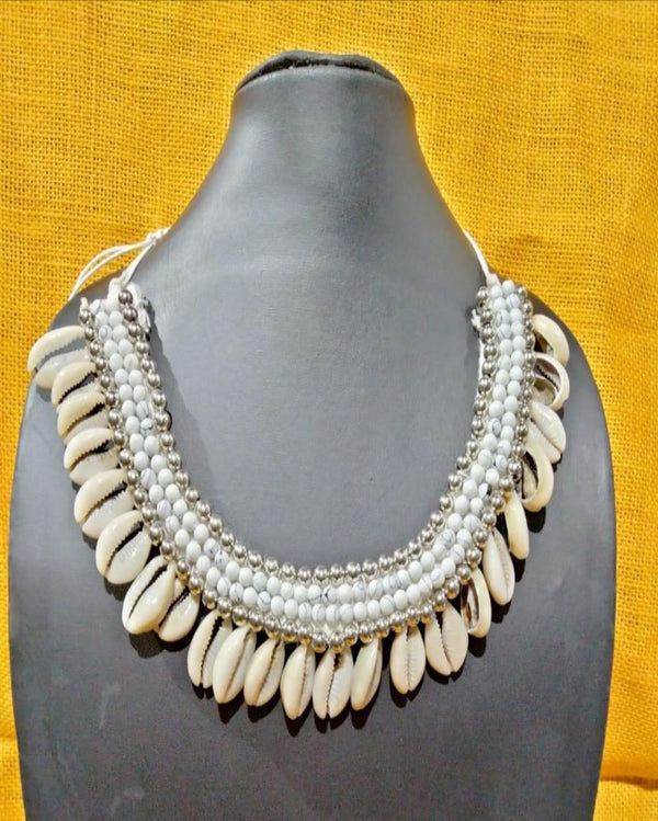 The Stuning Shunk Pearl Necklace