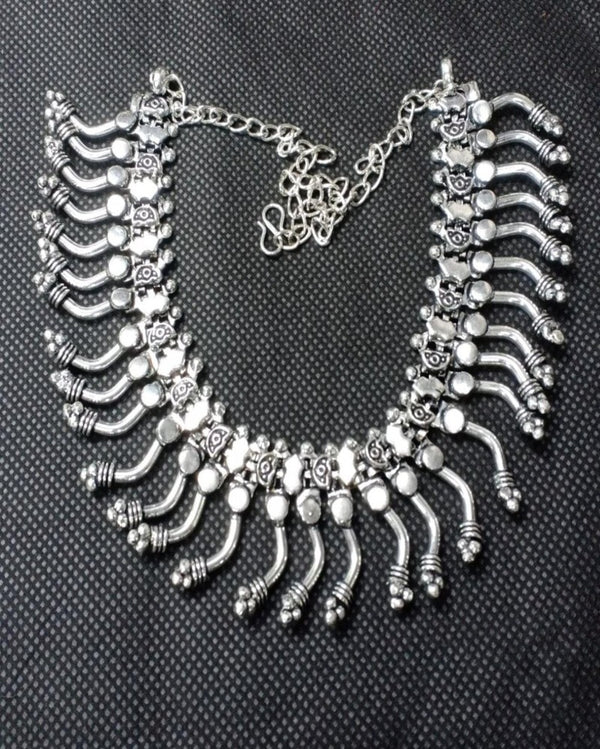 The Elegant Designed Trible Silver Necklace
