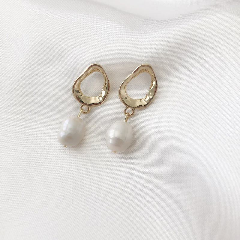 Olympus Pearl Earrings