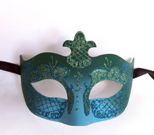 Eyelet Mask Center Fleur de Lis with Glitter
