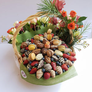 ENCHANTED GARDEN STRAWBERRIES BASKET - 0202