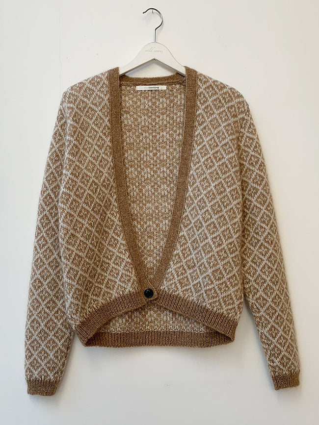 YARA JACQUARD CROP CARDIGAN - CAMEL/OFF-WHITE