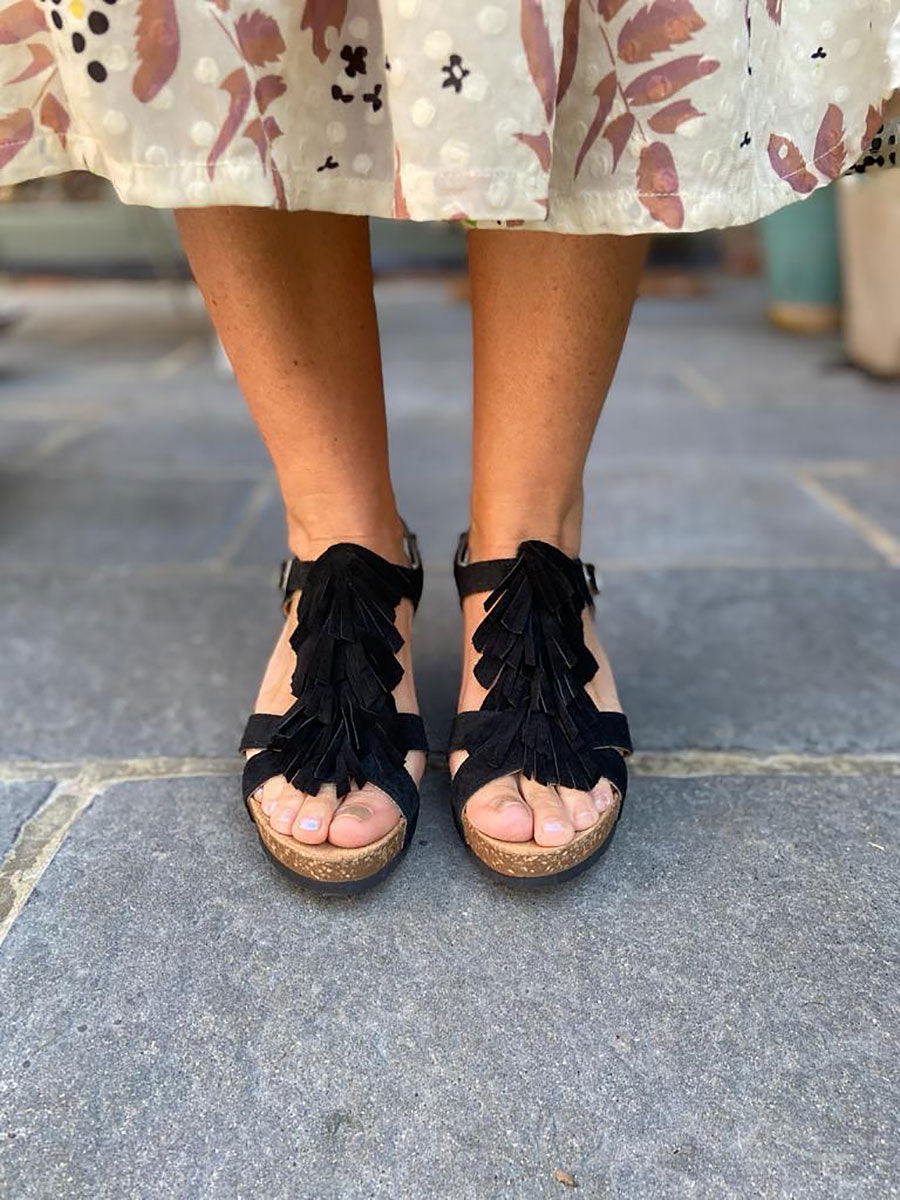 FRINGE WEDGES - BLACK