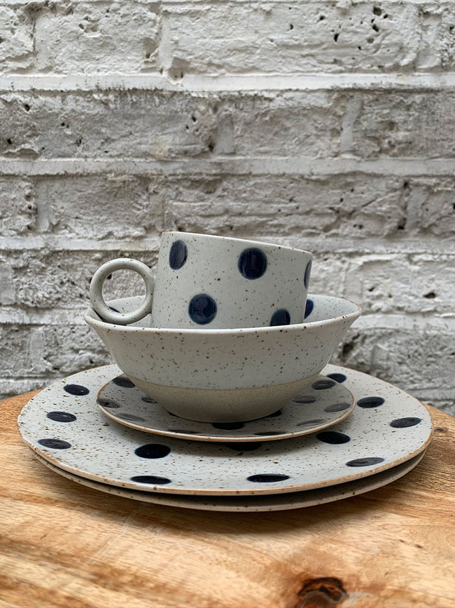 GRAINY PORCELAIN SPOT BOWL - SAND/DARK BLUE