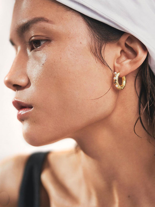 GEM IN A HOOP EARRINGS - GOLD