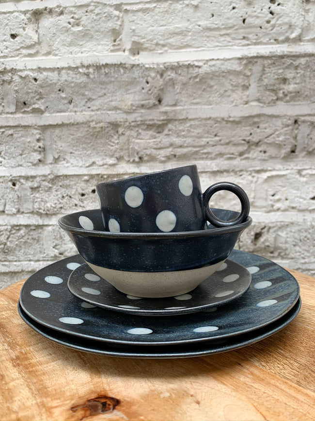 GRAINY PORCELAIN SPOT LUNCH PLATE - DARK BLUE/SAND