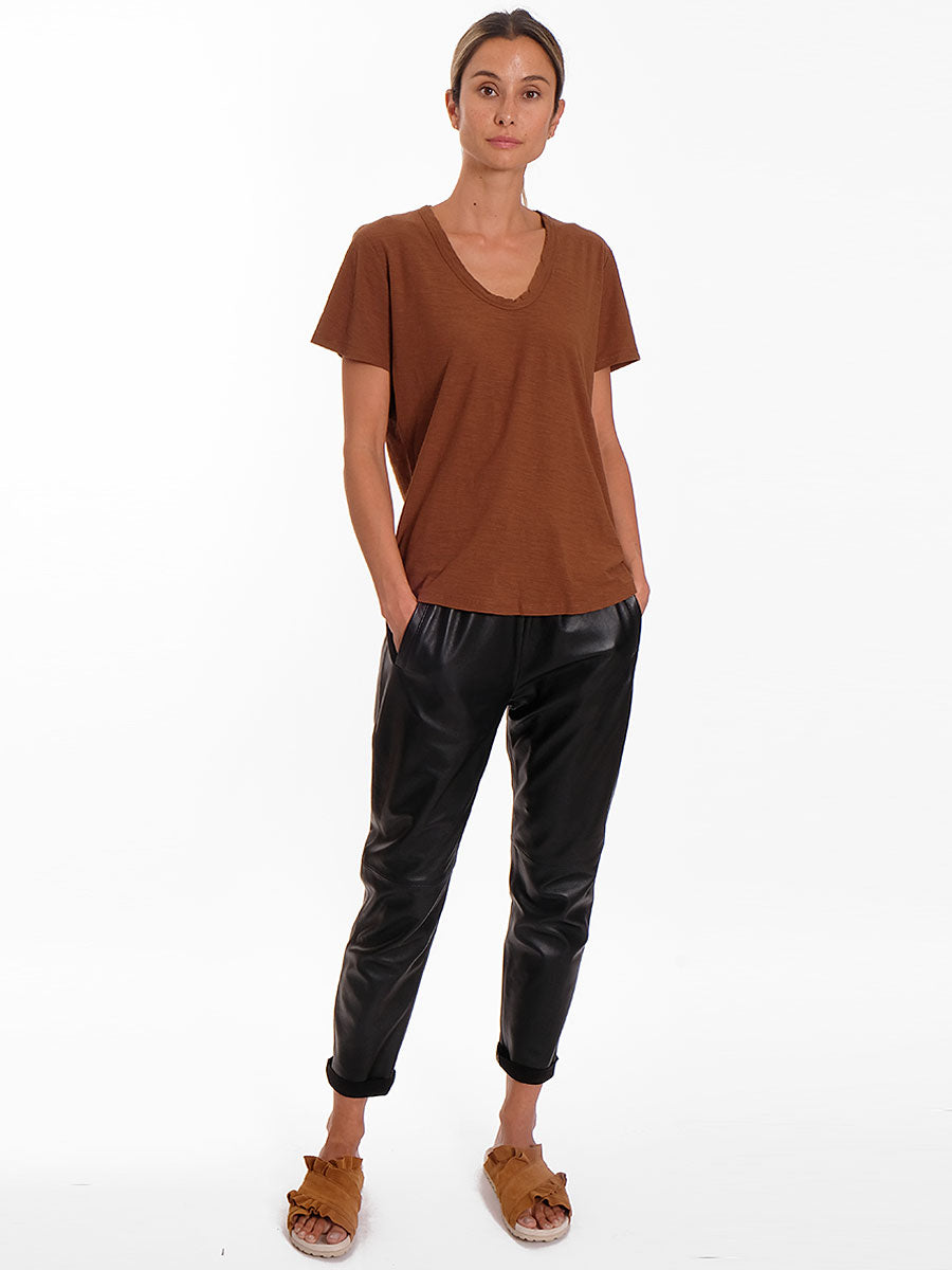 ANY2 SCOOP NECK TSHIRT - BROWN