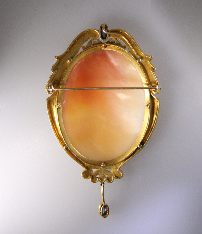 1900s Cameo Cabochon Sapphire Gold Frame Brooch
