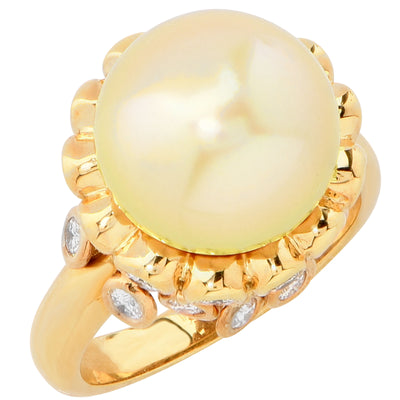 Golden Pearl and Diamond 18 Karat Yellow Gold Ring