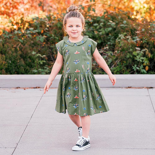 Green short sleeve dress with pony print and collar for girls