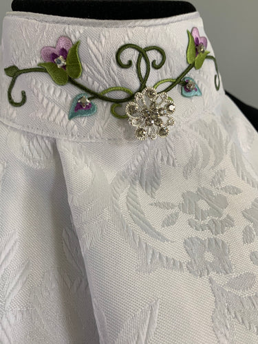Lace flowers with broach stock tie