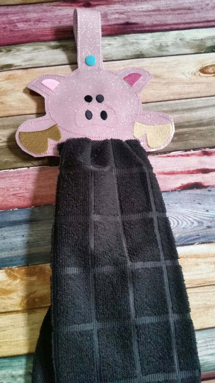 Pink Pig Vinyl Towel Topper -  kitchen towel holder - Farm Animal - Durable - towel included - piggy - snaps