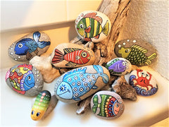 painted rocks fish happy home decorations by Lidia Zingerle