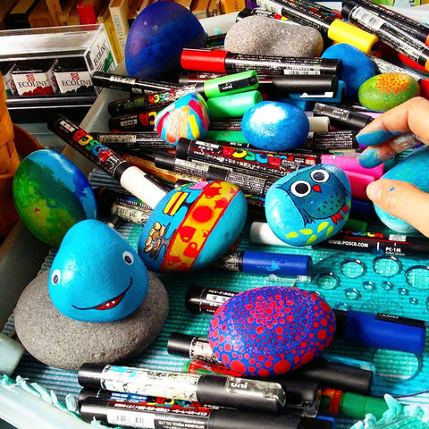 painting art blog Sussi Louise painted stones happy grateful Rock Street blog Christine Onward