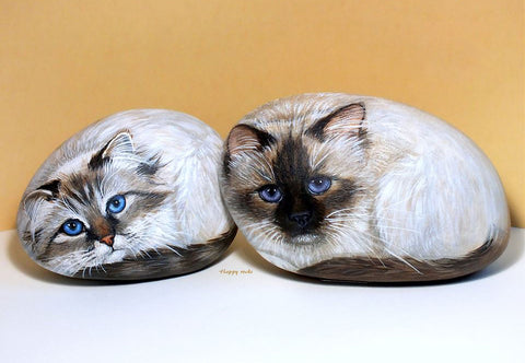 Cats painted rocks art switzerland yvette Biedermann French art alive kittens Christine Onward blog