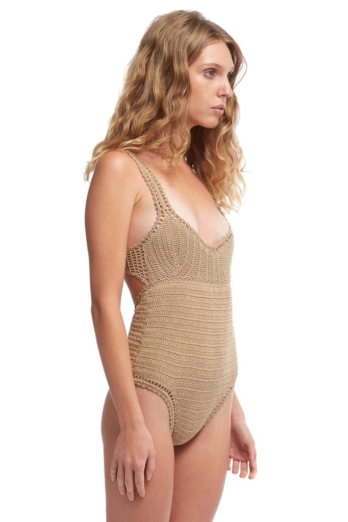 ESSENTIAL ONE PIECE