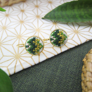 Daun Nuusum Dainty Earrings