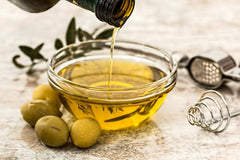 An image of olive oil in a bowl, an ingredient that is good for healthy skin