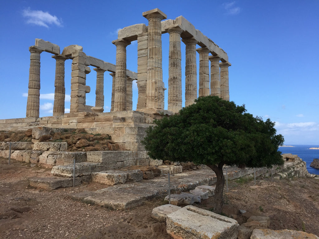 This is why is Athens a Good City Break! A Historic Budget Safe Place Visit Cape Sounion and the Temple of Poseidon - Image by Anton Ganthaler from Pixabay - tripatricks linking people to adventure