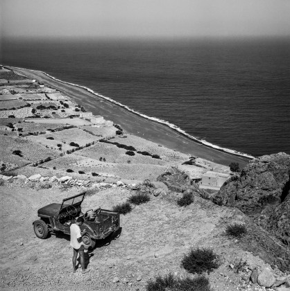 The jeep used by Adenauer on the road to ancient Thira. Below Kamari. Robert McCabe The simplistic Santorini of the '50s 13 - tripatricks linking people to adventure